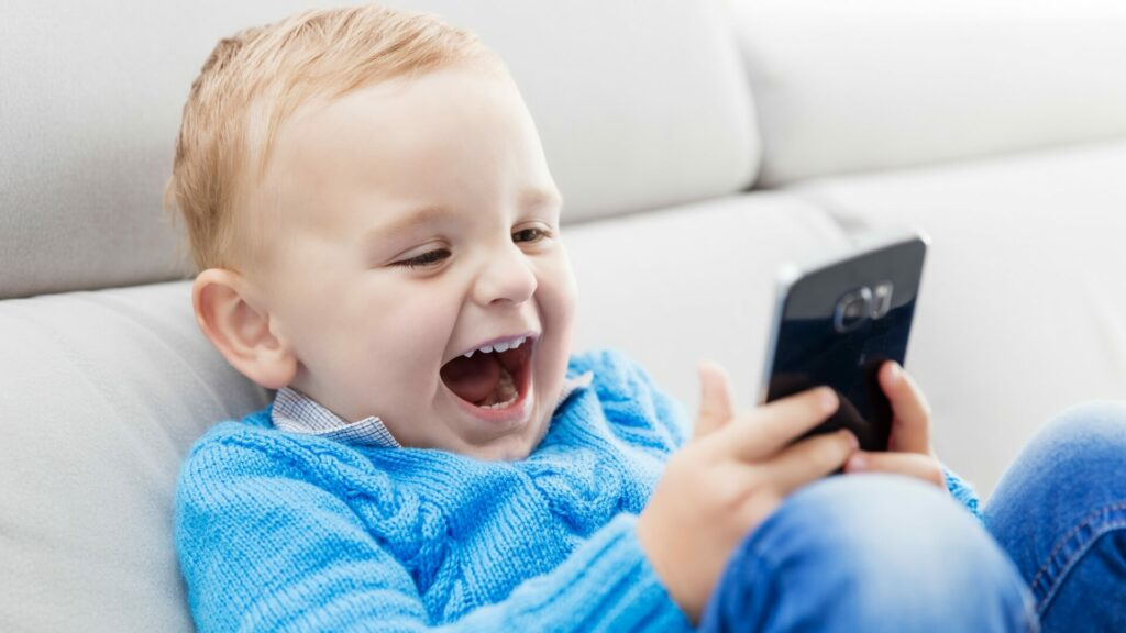 8 Common Tips To Protect Your Children Online