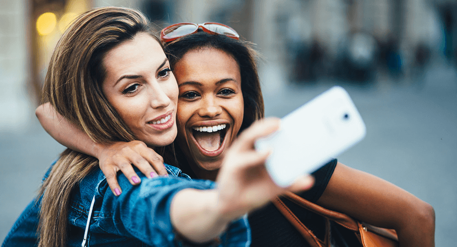 Taking Selfies: Is It Good Or Bad? Pros And Cons Closer Look
