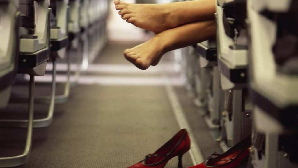 15 Things Not To Wear On A Plane